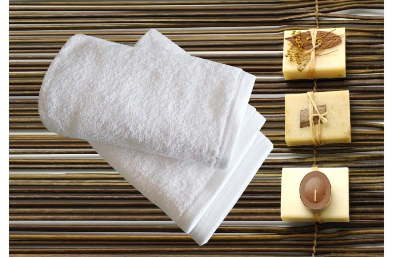 Πετσέτα λευκή ELITE LINE 450gr/m2 50X100